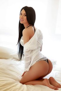 London Escort NIRA